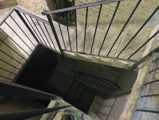 Pienza, Italy: le scale dei sotterranei