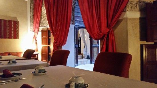 Riad Zolah: sala de tv y comedor junto al patio. Ideal para desayunar en invierno