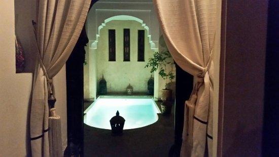 Riad Zolah: pequeña piscina en el patio