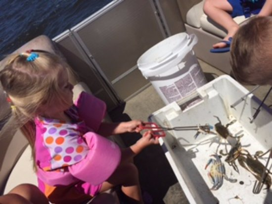 Manteo, Carolina del Norte: Keep the kids entertained on a fishing trip that keeps their attention