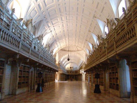 Palacio Nacional de Mafra: Aspeto geral da Biblioteca de Mafra
