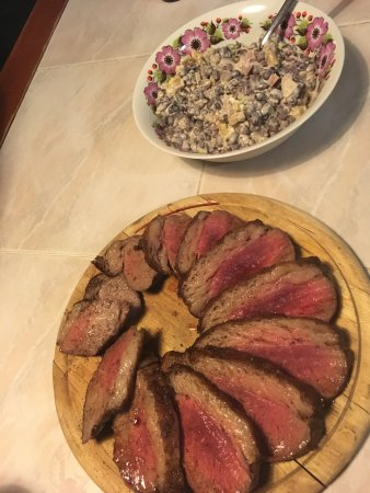 Vysoke nad Jizerou, República Checa: TOP: maminha steak with bean salad