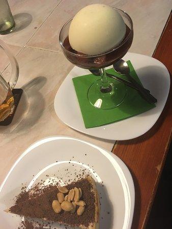 Vysoke nad Jizerou, República Checa: peanut cheescake & sorbet with quince