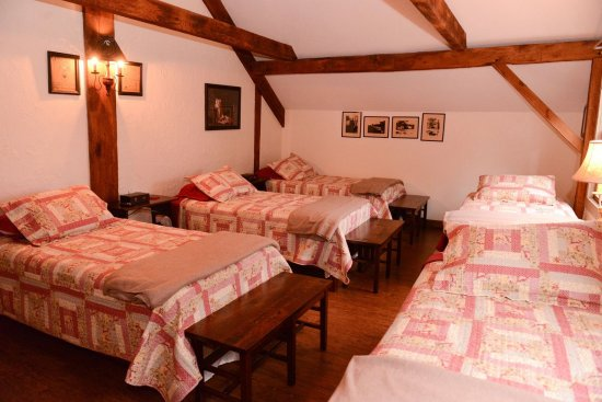 The Cider Mill of Zoar : Abigail's Room - Sleeps up to 5 ladies in twin beds