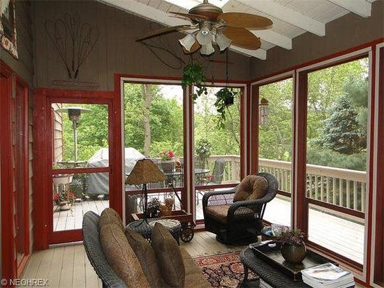 The Cider Mill of Zoar: Three season room overlooking the deck
