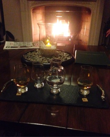 St Fillans, UK: Beautiful views, warm relaxing atmosphere and delicious quality food ! Whiskey and gin heaven