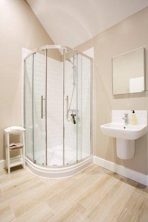 East Knoyle, UK: Bathroom of Bedrooms #3