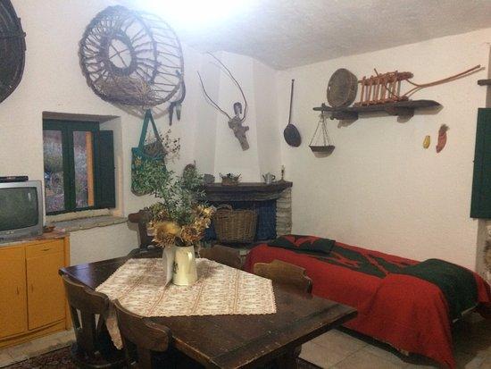 Valtopina, Ιταλία: camera-soggiorno al secondo piano