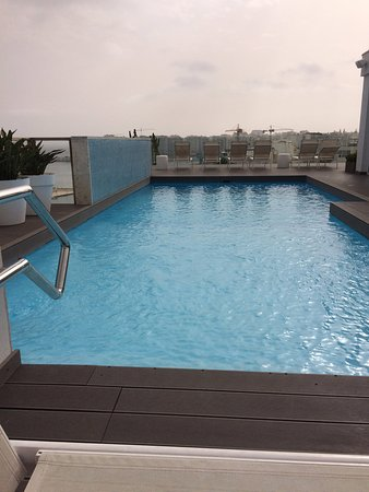 Hotel Juliani: The rooftop pool - stunning even on a cloudy day!