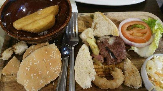 Leatherhead, UK: Unappetising burger
