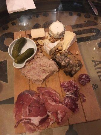 La Bonne Heure : Filet mignon succulent, plateau mixte charcuterie fromages délicieux, et on n'est pas encore au
