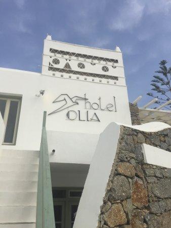 Tourlos, Grecja: 地理位置很好,距離港口很近,飯店的房間數量挺多的有一點點類似villa的感覺,到市區大約要走25-30分鐘的路,白色為基調的房子格外的乾淨整潔,付費的早餐還不錯,只需要多加2歐元,由於附近沒有