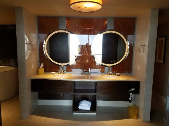 Blue Chip Casino and Hotel: bathroom vanity