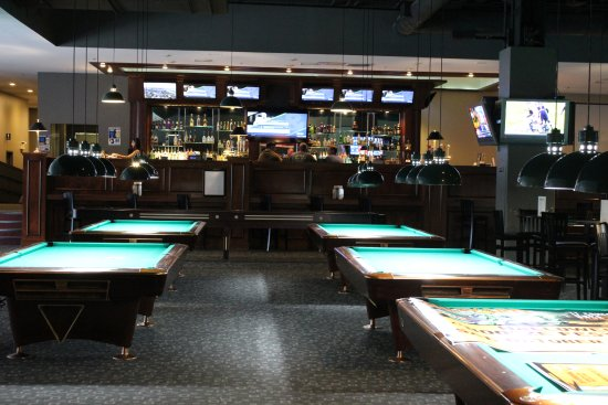 Boston Billiard Club & Casino : Expansive Pool Hall and Bar