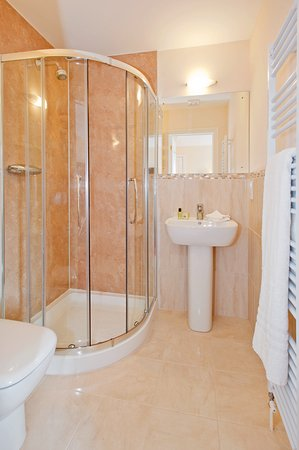 Peartree Serviced Apartments Salisbury: Bathroom