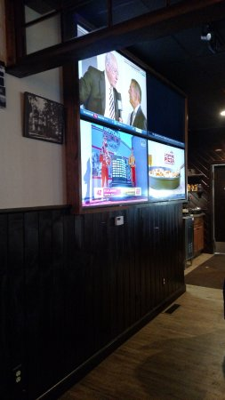 Clifton Park, NY: More dining and TV's