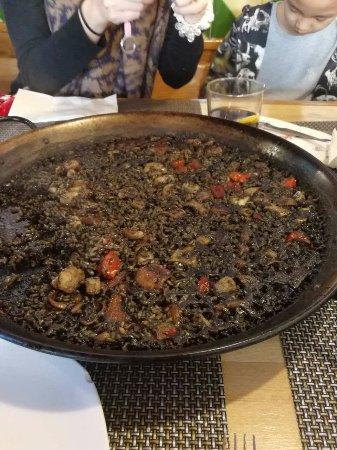 Llucmajor, Spain: black paella