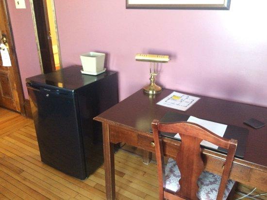 Pictou, Canada: table/fridge