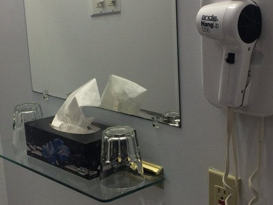Pictou, Kanada: hair dryer/heat lamps - glasses