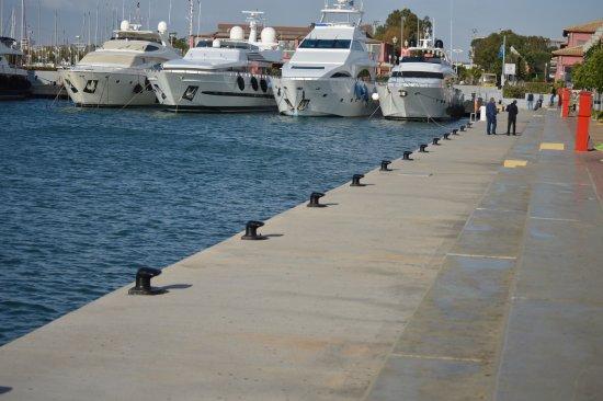 Flisvos Marina: Δίπλα στην θάλασσα