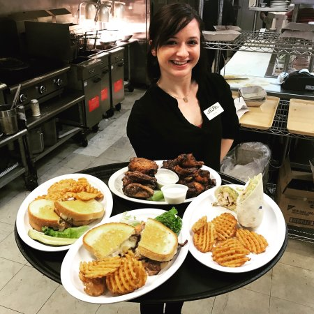 Charleston, Virginia Occidental: Locally owned, fantastic food, caring service!