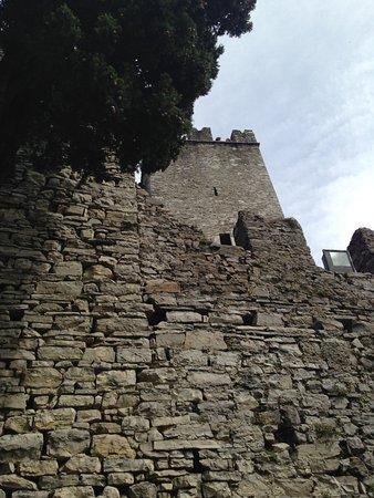 Perledo, อิตาลี: Ancient Walls