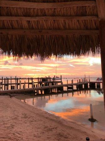 Sunset Cove Beach Resort: Sunset on the beach