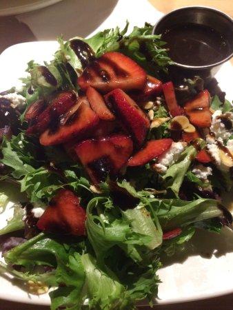 Ellisville, MO: Strawberry Salad - very good!