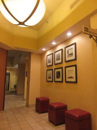 West Des Moines, IA: Elevator lobby