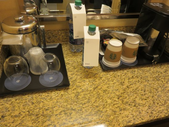 West Des Moines, IA: Complimentary water and Starbucks coffee