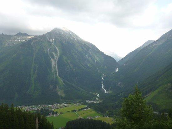Krimml, Austria: Общий вид с противоположной горы