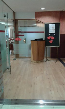 Alfaro, إسبانيا: zona comedor y parque infantil