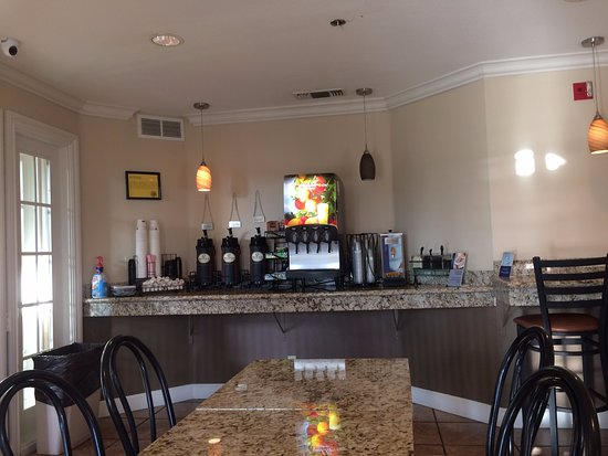 Yuba City, CA: breakfast area