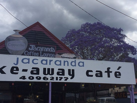 Herberton, Australia: The cafe with the Jacaranda Tree in background