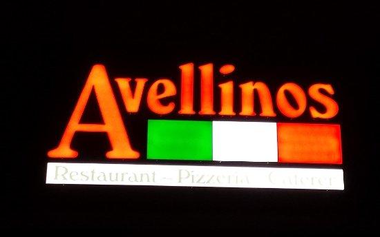 Blacksburg, فيرجينيا: Avellinos Sign at Night