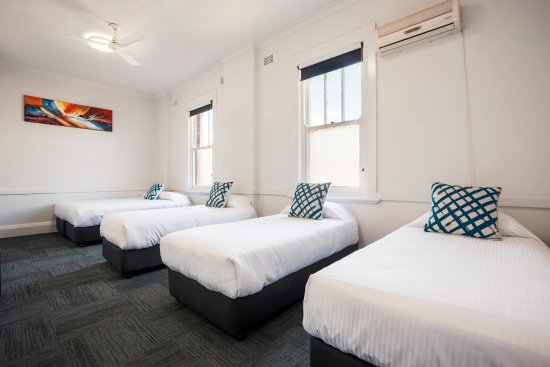 Melton Hotel: Economy Family Room - Shared Facilities