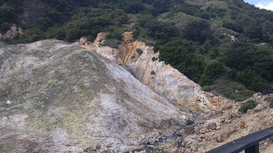 Sulphur Springs: zona del parque donde la concentración de minerales
