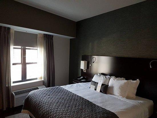 Уилльямсвилль, Нью-Йорк: King suite bedroom