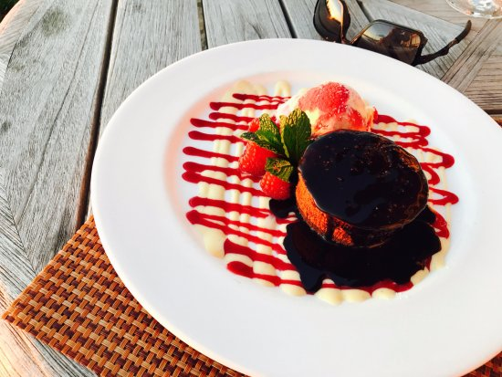 Pebble Beach, Καλιφόρνια: Warm Chocolate cake a la Mode