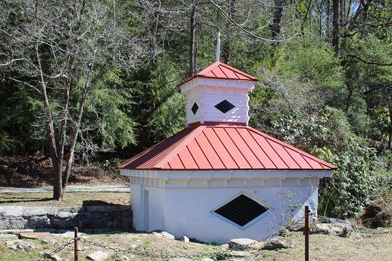 Sautee Nacoochee, GA: Building at Hardman Farm