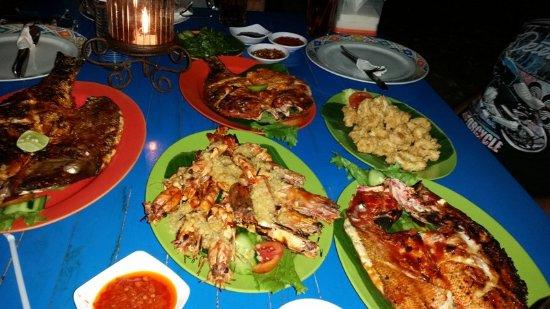 Made Bagus Cafe: Seafood Array