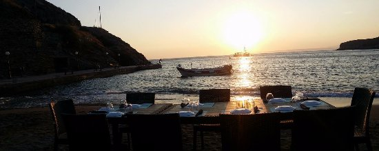 Kea, Greece: Dinner BY THE SEA indeed