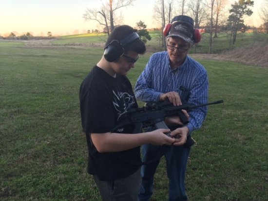 Nacogdoches, Τέξας: Some instruction using the rifle.