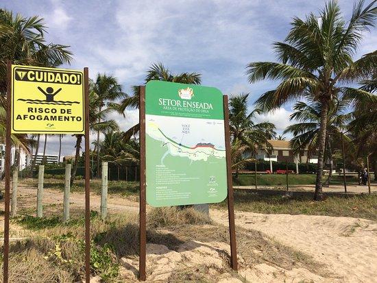 Sheraton: Placa na praia em frente