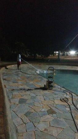 Solar das Aguas Quentes : encerramento da piscina antes do horário, proprietários ríspidos.