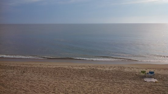 Holiday Inn Express Hotel & Suites Virginia Beach Oceanfront: Great view from our room in the morning. Awesome!