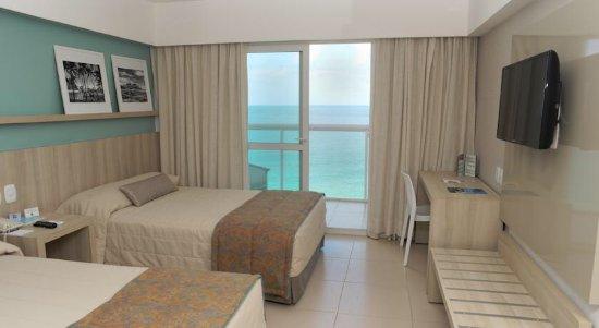 Monte Pascoal Praia Hotel: Quarto espaçoso para andar de cadeira de rodas.