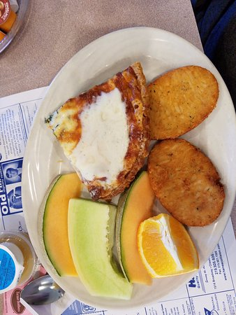 Chesterton, IN: Quiche with potato cakes and fresh fruit
