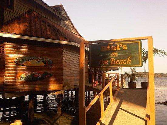 Carenero Island, ปานามา: The entrance to the beach bar