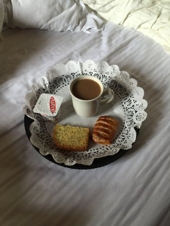 Maison du Fort: breakfast tray with my assortment of choice